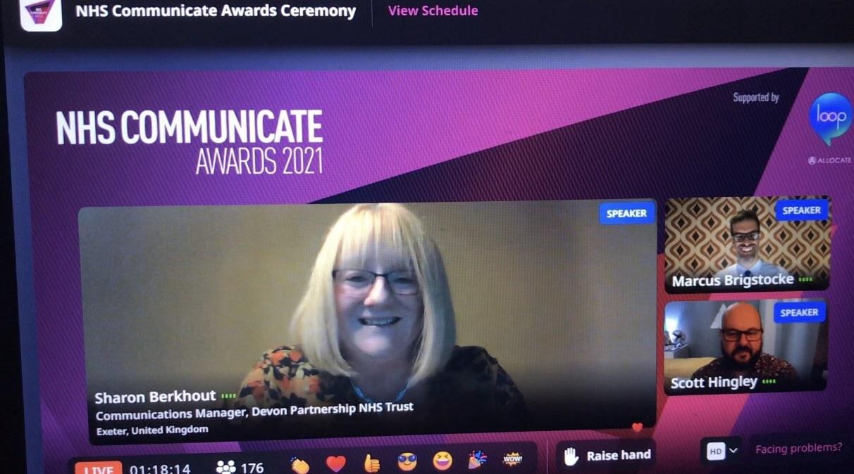 Sharon Berkhout accepts NHS Communicate award